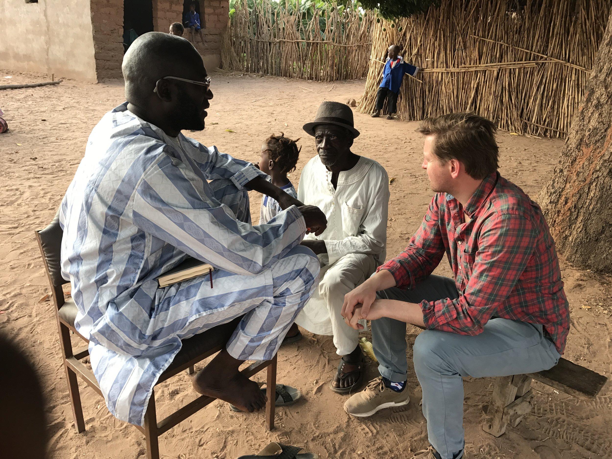 gesprek met de dorpsoudsten