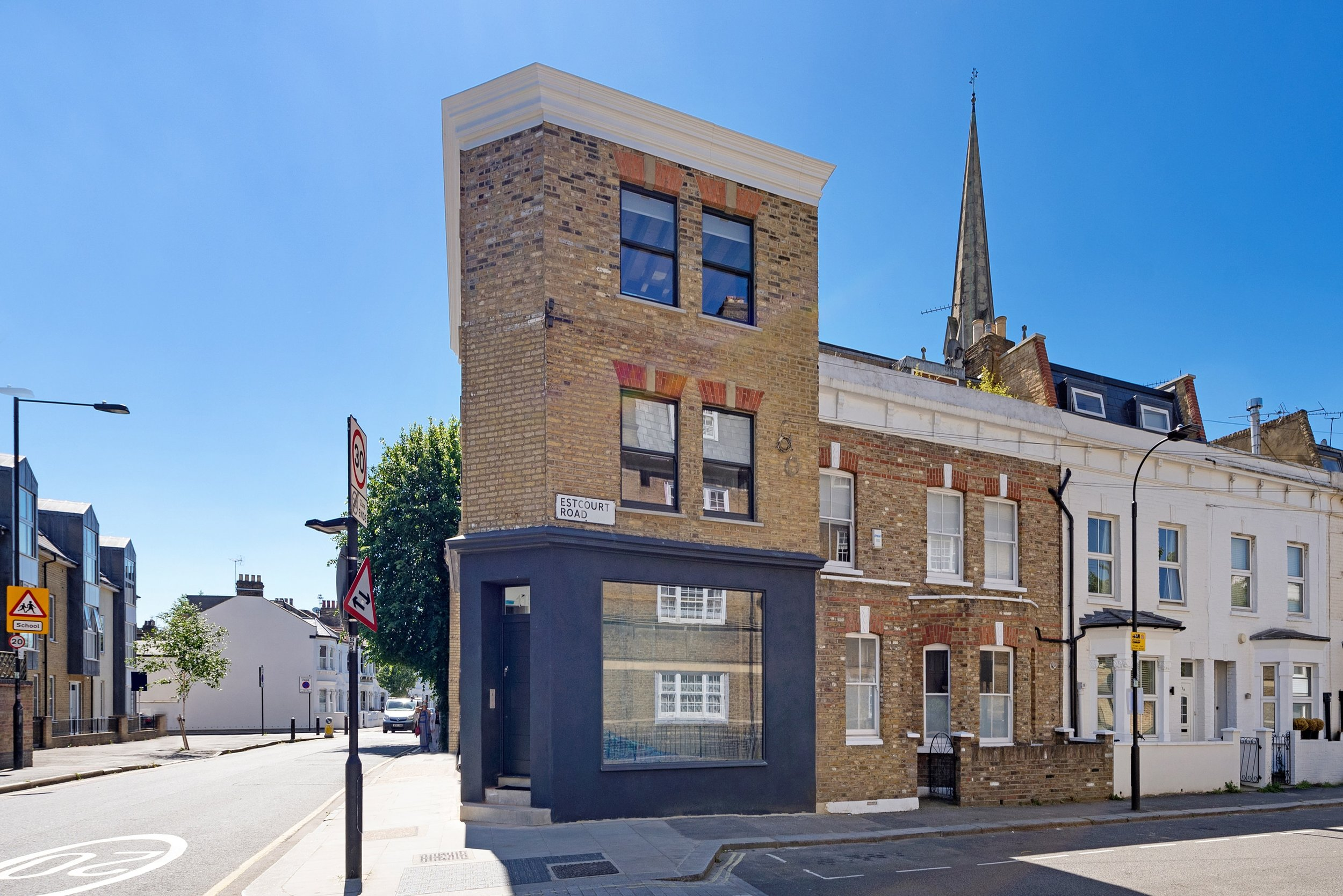 115 Estcourt Road ph32-min.jpg