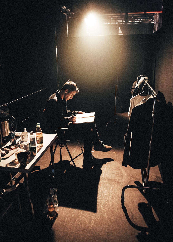319-backstage025.jpg