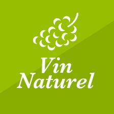 LE VIN NATUREL - Notre vin est avant tout la représentation d'une diversité naturelle ou l'on doit retrouver cette authenticité d'un lieu et de son histoire. Les démarches bios, biodynamie, et HVE (Haute Valeur Environnementale) vont nous permettre d'aider la vigne à exprimer la variabilité des sols et de leur environnement.Une fois le raisin à la cave, il est indispensable de respecter la naturalité (caractère de ce qui est produit par les seules forces de la nature) que nous avons préservé. Pour cela et mis à part un peu de soufre il nous parait important d'exclure tous les intrants qui viendraient modifier l'expression naturelle du raisin. De même que nous refusons d'utiliser des techniques physiques venant détruire la vie préservée à la parcelle.La vinification doit respecter les équilibres pour que le vin reste du vin et qu'on l'apprécie pour sa buvabilité et son expression unique.