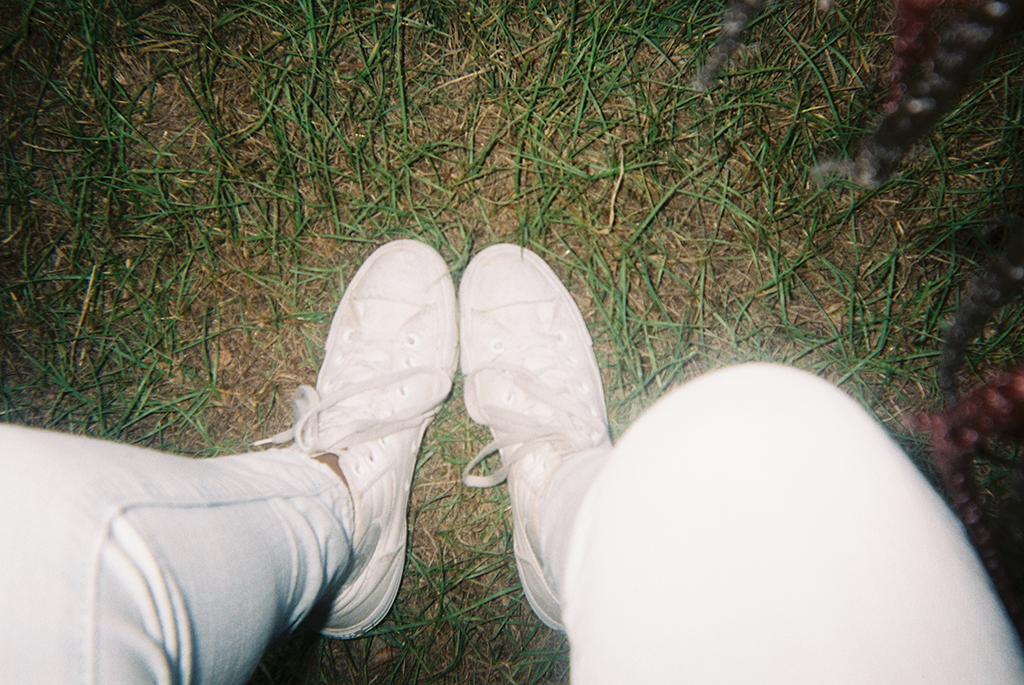 Dirty Shoes     These are shoes given to me by my grandfather. They're really special to me. Also I love converses. :)      Zapatos sucios   Estos zapatos me los dió mi abuelo. Son muy especiales para mi. También vale mencionar que amo los converse.