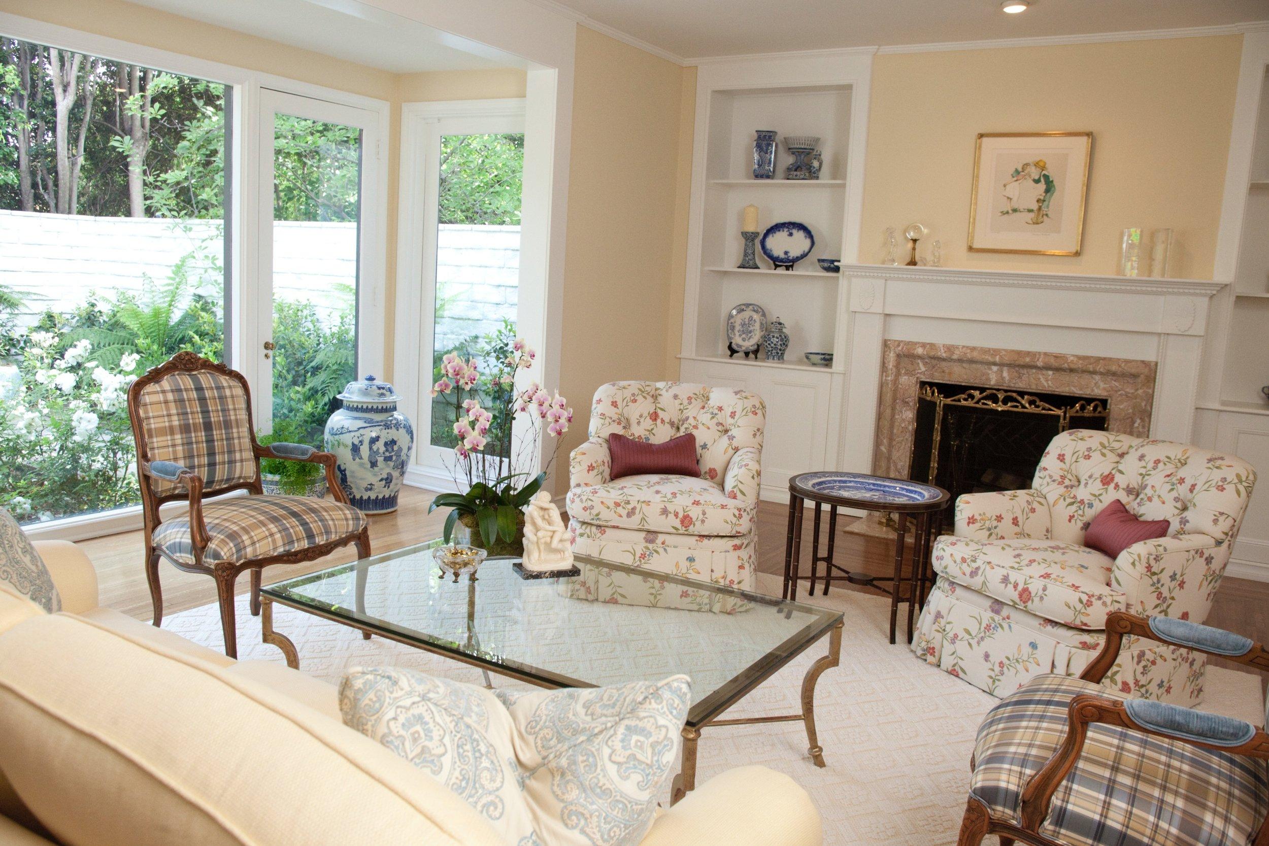 houseplay-canon-drive-living-room-2.jpg