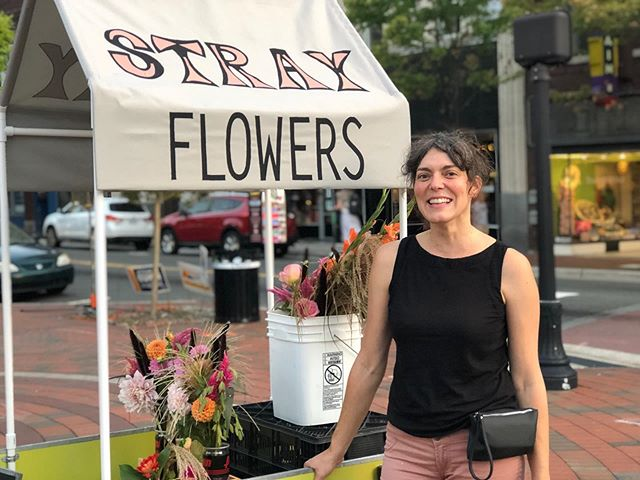 My friend @allisonstray has created the sweetest little flower cart. Was a true TREAT to run into her tonight. Buy some 100% local flowers from her if you get the chance!!