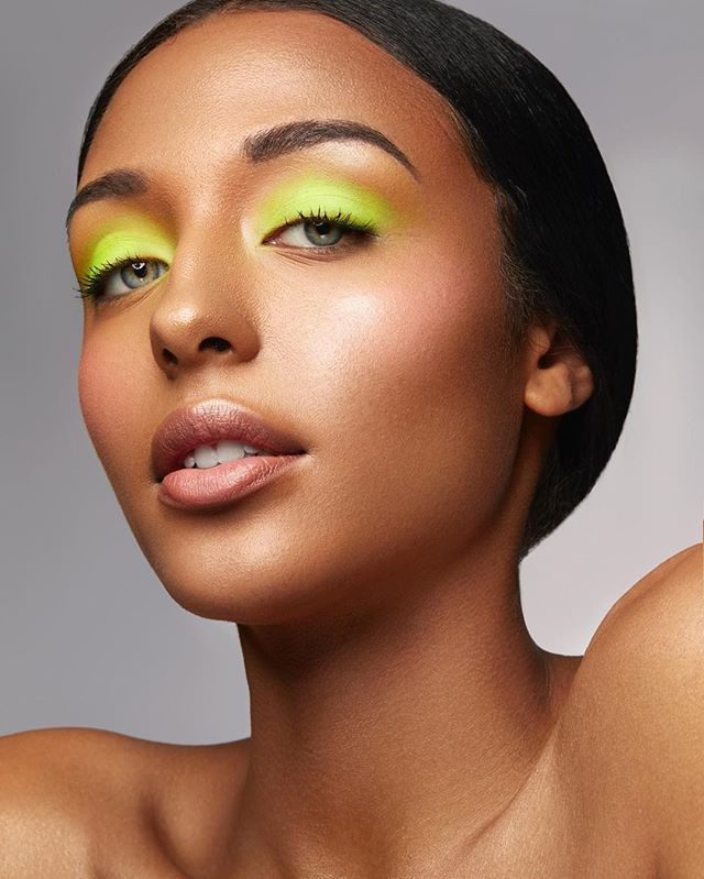 🎾NEON DREAMS🎾 This look was so fun to create on @jenaidaguiar of @anitanorrismodels  Gorgeous photography by @karolinapran of course!!! BTS photo taken with my iPhoneX under studio lights. I built this look on top of the more natural look I created on Jenai two posts back To change up the look I added: 🎾The tiniest amount of pink on Jenai's cheeks from the Danessa Myricks Waterproof Cream Vivid Palette 🎾Pure white on the eyelid from the Make Up For Ever Flash Palette 🎾Kryolan UV Dayglow Yellow Pressed Powder pressed onto the white flash colour. I am obsessed with neon and it is really hard to actually find products that look neon on camera under studio lights. I haven't worked with a lot of Kryolan products but I might have to start! I am so happy with how this turned out! 🎾 🎾 🎾 #danessamyricks #makeupforever #makeupforevercanada #kryolan #neon #neonmakeup