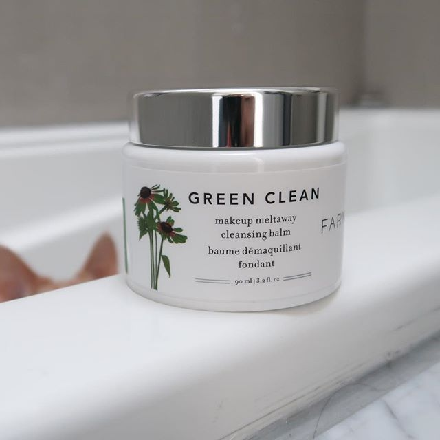 I'm doing my best to post more in depth reviews of the products I like and I definitely way more than like this @farmacybeauty Green Clean Cleansing Balm. I have you to thank for it because it came highly recommended when I polled about your favourite balm/oil cleansers. Swipe to see my first time using it, and the reason why it is so hard for me to take normal product shots 😼 A few things you should know about this cleanser: 💚The product itself is vegan, cruelty free, and free of sulfates, parabens, and silicones if you are looking for that type of thing 💚It is a balm formulation and turns into this really amazing milky texture once rinsed with water 💚Does not leave a residue on the skin or dry it out (which some cleansing oils do to my skin) 💚I filmed this video at the end of a long day after the gym and it EASILY removed my waterproof L'oreal Lash Paradise mascara (and primer) and my Estee Lauder Double Wear Foundation 💚 I used wayyyyyyy to much the first time I used it and you probably need half of what I scooped out 💚You can purchase a small travel size at @sephora if you want to give it a try 💚The fragrance is extremely light and fresh and doesn't hang onto the skin once the cleanser is rinsed off 💚I use a paper towel to pat my face dry because I am so sensitive to breakout I can't risk patting my face with a regular towel 💚The spatula is amazing because you don't have to stick your fingers in the balm to scoop it out which can be gross when you have the product for a while 💚I've been using it for a week and it is SO GOOD and I think has actually helped with some of my breakouts because my skin isn't irritated/dry from using it and it removes every single bit of my makeup 💚💚 #farmacy #farmacybeauty #cleansingbalm #cleansingoil