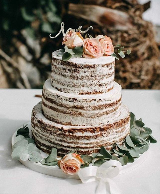 What a beautifully unique wedding cake. Delicious! 🍰 photographer: @vickybaumann.de . . . . . #weddingcake #weddingideas #weddinginspiration #weddingplanner  #weddingcakedesign #weddingcakegoals #bridetobe #bridesuk #bridalmakeup #makeupartist #unitedkingdom #australia #kalonartists