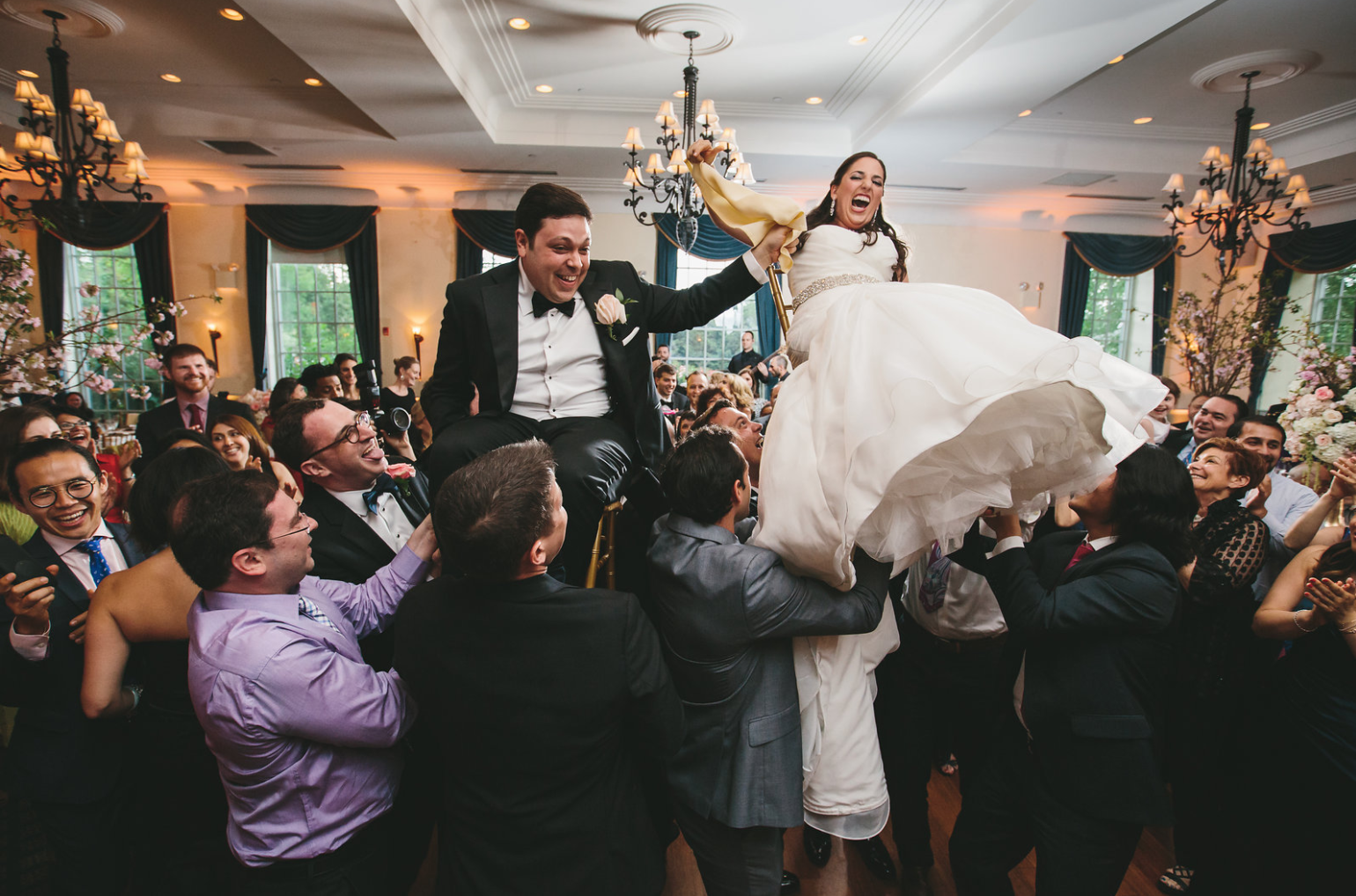 JESSICA + DAVID - CLASSIC JEWISH WEDDING ⚡ FRESH FLORAL CHUPPAH ⚡ 250 GUESTS FROM AROUND THE GLOBE ⚡ ACCENTS WITH A NOD TO NY ⚡ A DANCE PARTY TO END THEM ALL