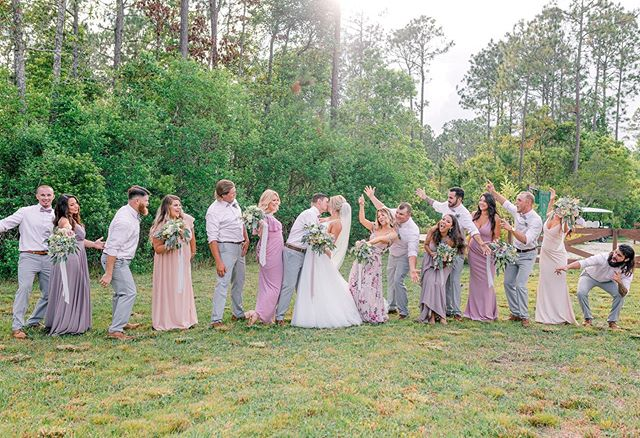 Make sure you surround yourself with people who cheer you on & admire your love on your wedding day. This bunch definitely knew how to have a good time! They filled Paul & Amber's day with lots of laughter and memories that will last a lifetime. 💍💐