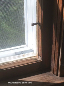 window peg