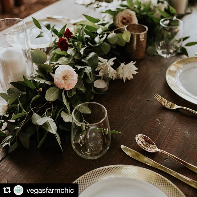 We ❤️ seeing how brides decorate our tables!!! How gorgeous is this table setting?! 😍 Wedding planner: @idodetailslv  Photography: @let_me_show_you_love