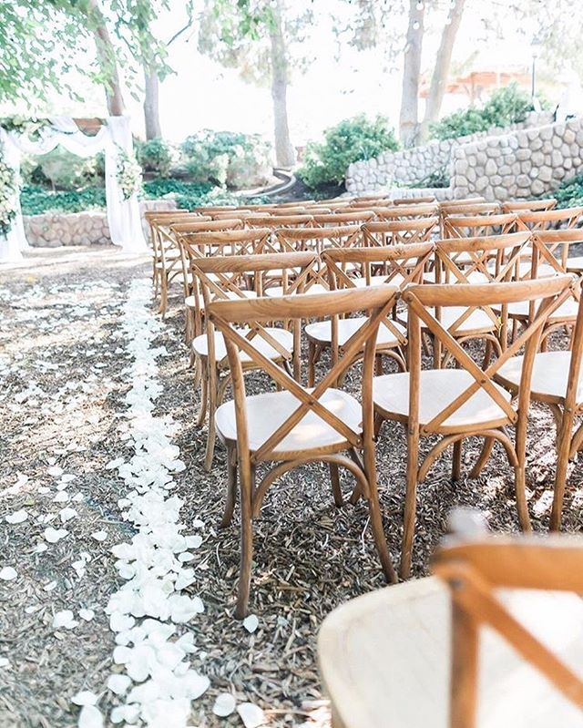 These rustic chairs give that extra something to your aisle. We are booking for 2018 so call us now❤️ thank you @j.annephotography for this beyond gorgeous photo 😘