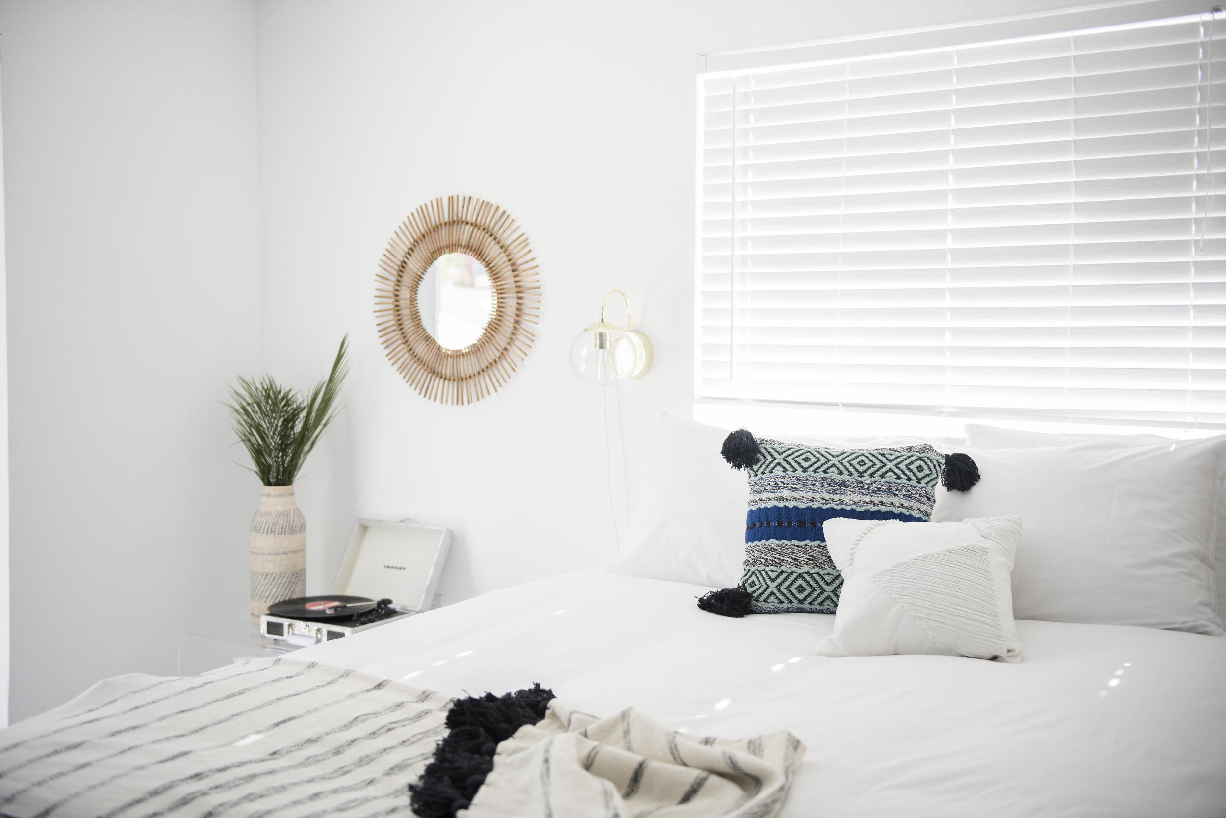 Julia Sperling Photography for Sonder Apartment in Miami 03.jpg