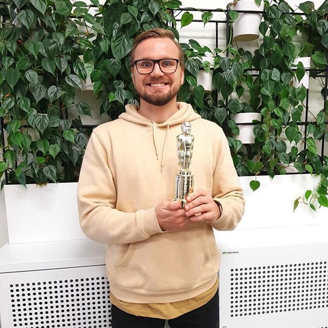 A (belated) congratulations to @inkubaator our fantastic UX Designer, who won the latest Employee of the 42 Days 🏆⠀ ⠀ From his 'cool as a cucumber, can-do' attitude, to his matching socks and shirt, he's has been killing it these past few weeks - Go Karl!!! 🤗⠀ ⠀ We savour the opportunity to acknowledge hard work, and spread some well deserved love wherever we can! And, of course, the trophy is awesome.⠀ .⠀ .⠀ .⠀ .⠀ #meaningoflife #employeeofthemonth #teamappreciation #uxdesign #designthinking #spreadsomelove #pixelfusion #mondaymotivation #teamwork #dreamteam