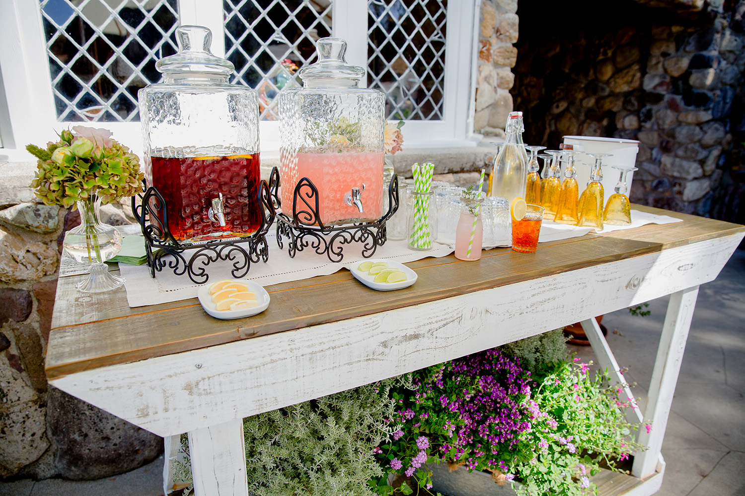 Iced tea and lemonade station.jpg