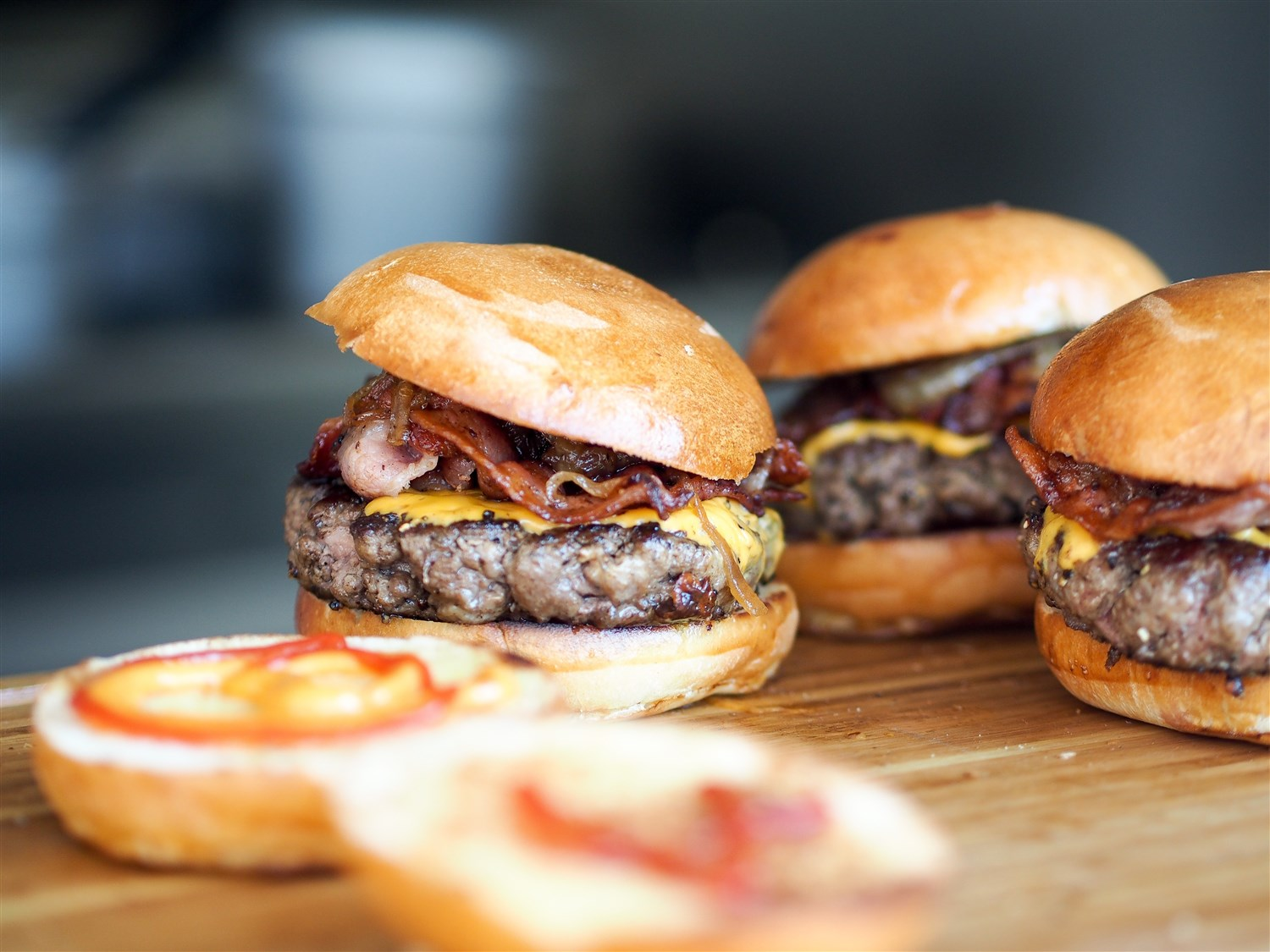 Sliders and other decadent burger riffs can be found at  Earl's ,  Firerock  and the  Dubh Linn Gate .  Dreamstime