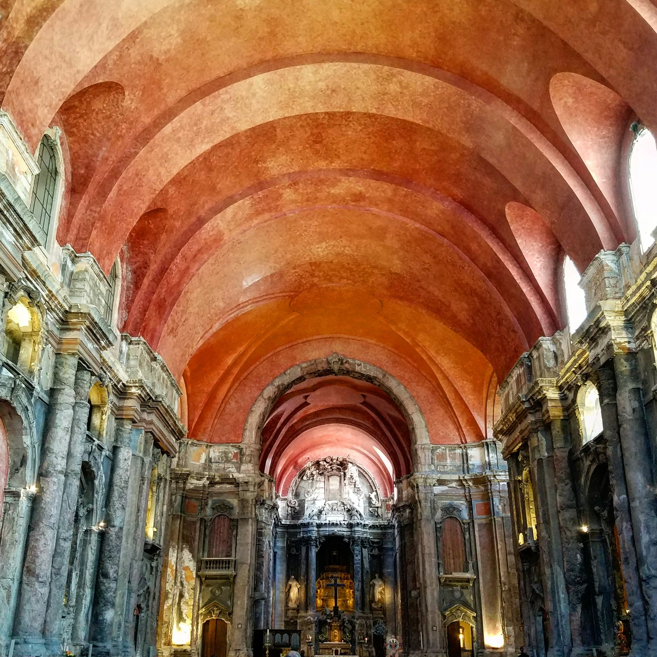 Igreja De São Domingos: The red ceiling commemorates a massacre of Jews in 1506, 9 years after many Jews and Muslims were forced to convert to Chritianity under King Manuel I.