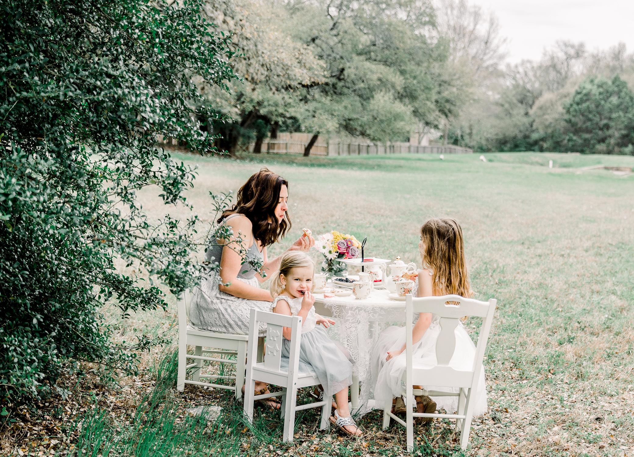 lifestyle-family-photographer-franklin-tea-time-9.jpg