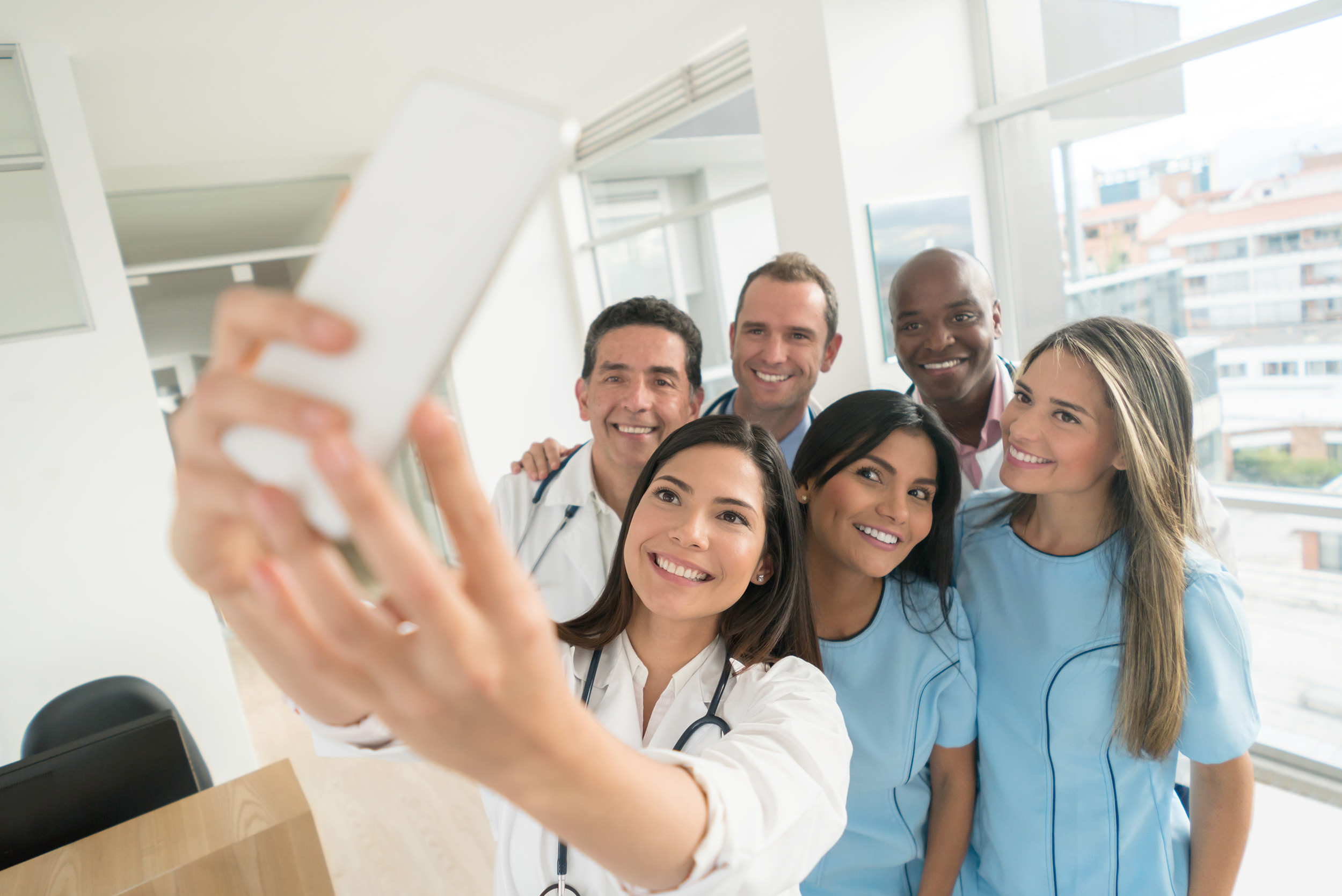 social-media-posts-medical-staff-selfie-hospital.jpg
