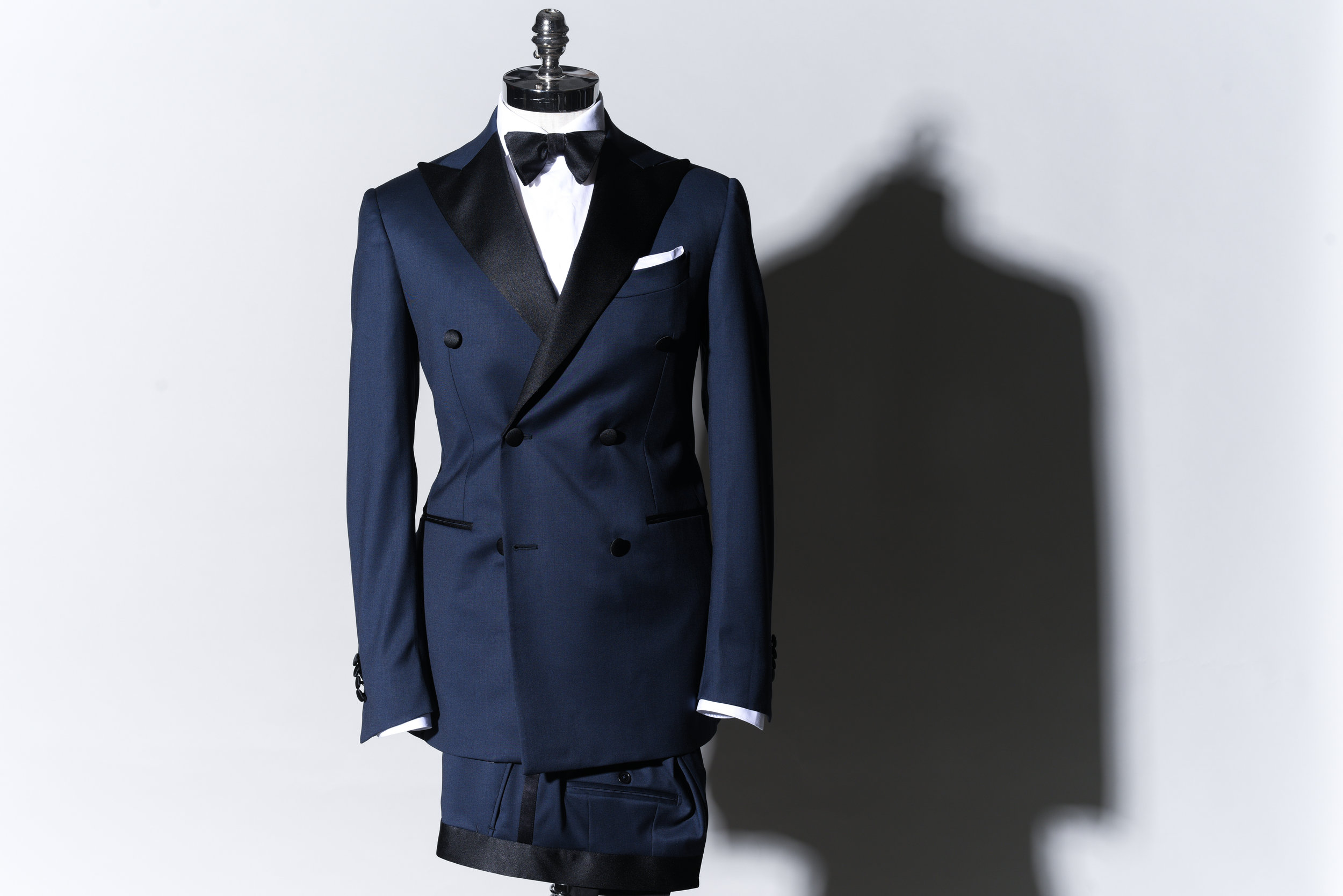 Name The Drake,  Blue Tuxedo   6900 Sek   Double breasted Tuxedo in 100% wool, S130, full lined, half canvas, 2 Jetted pockets and double vents.