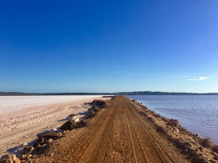 (The Pink Lake - Lancelin - Australia)