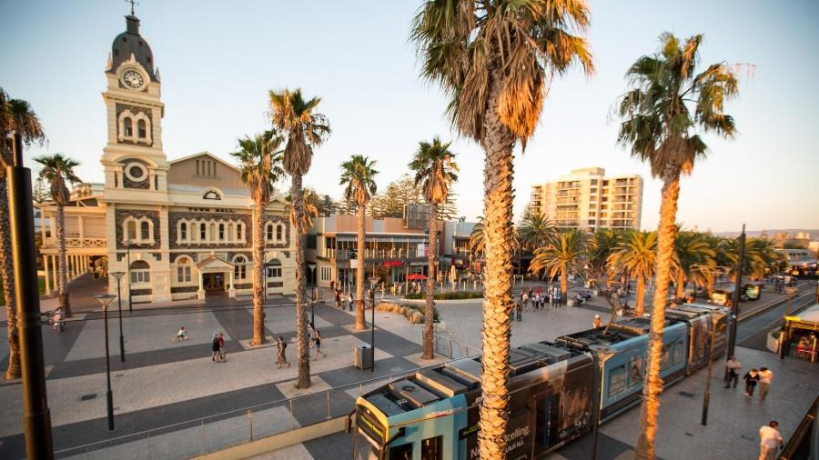 (Adelaide - Australia)