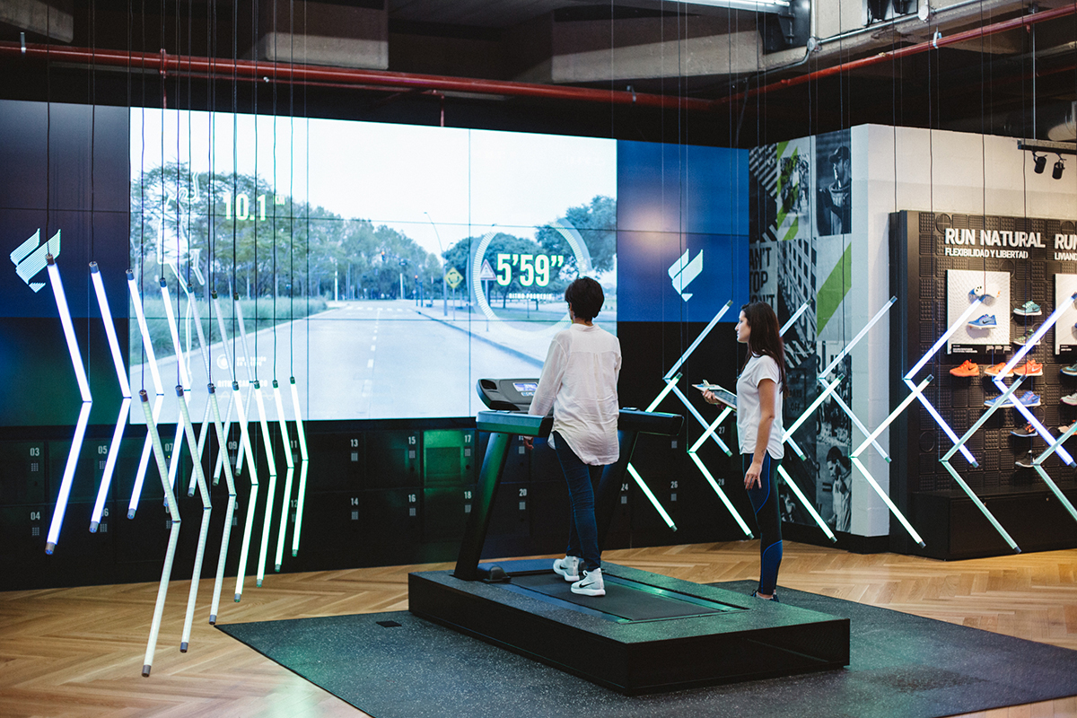 We created an installation that recreated the Nike 21k to help women train
