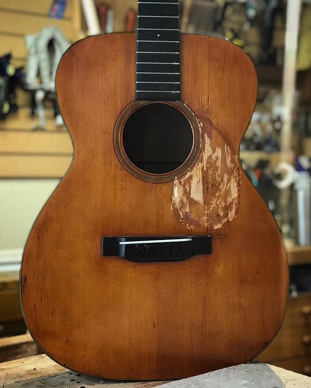 1934 Martin 000-18 with a long scale and it's been rode hard! #martinguitars #000-18