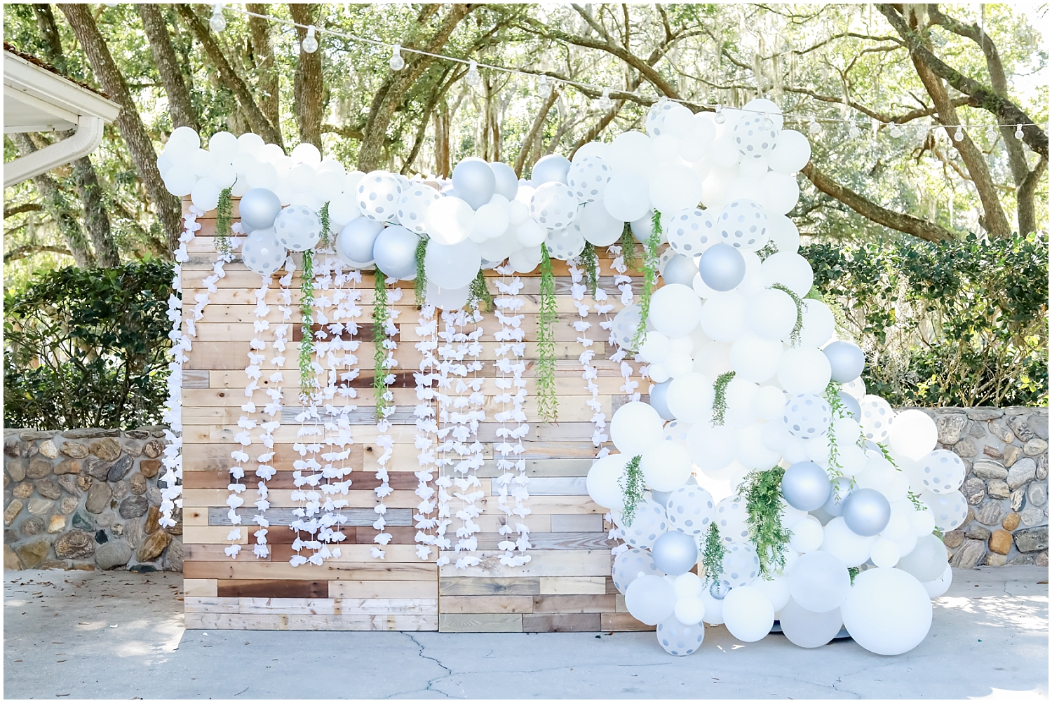 white and baby blue wedding decor for outdoor wedding