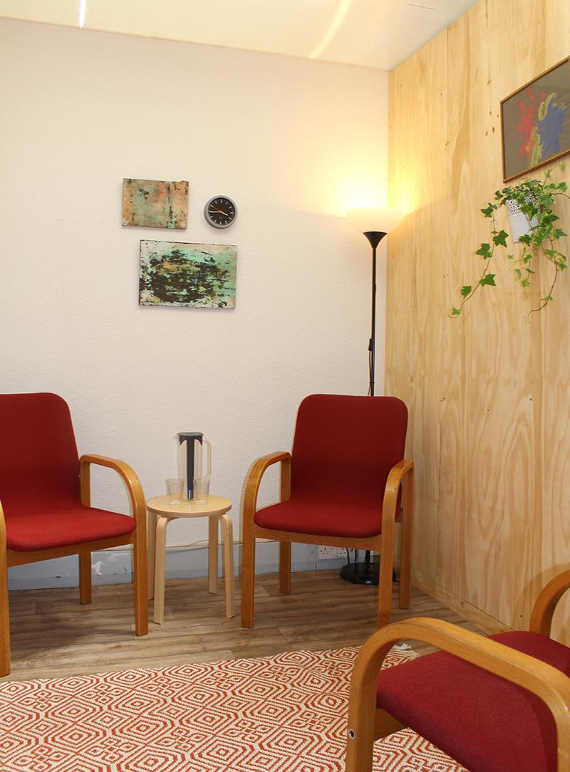 Room 1 accommodates 3 people