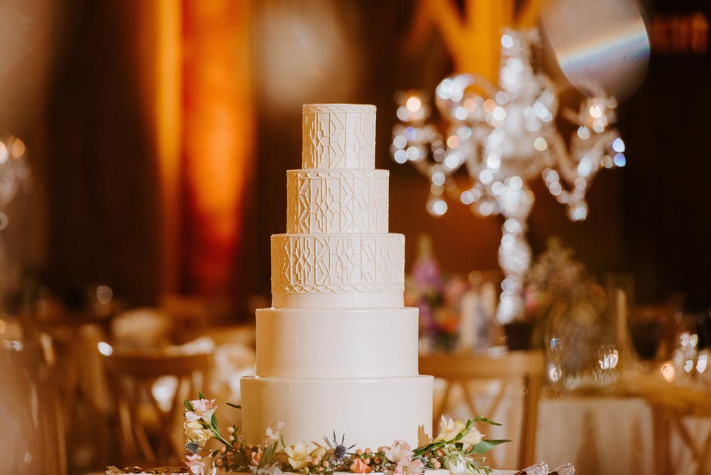 9 wedding-cake-reception-the-guardian-building-detroit.jpg