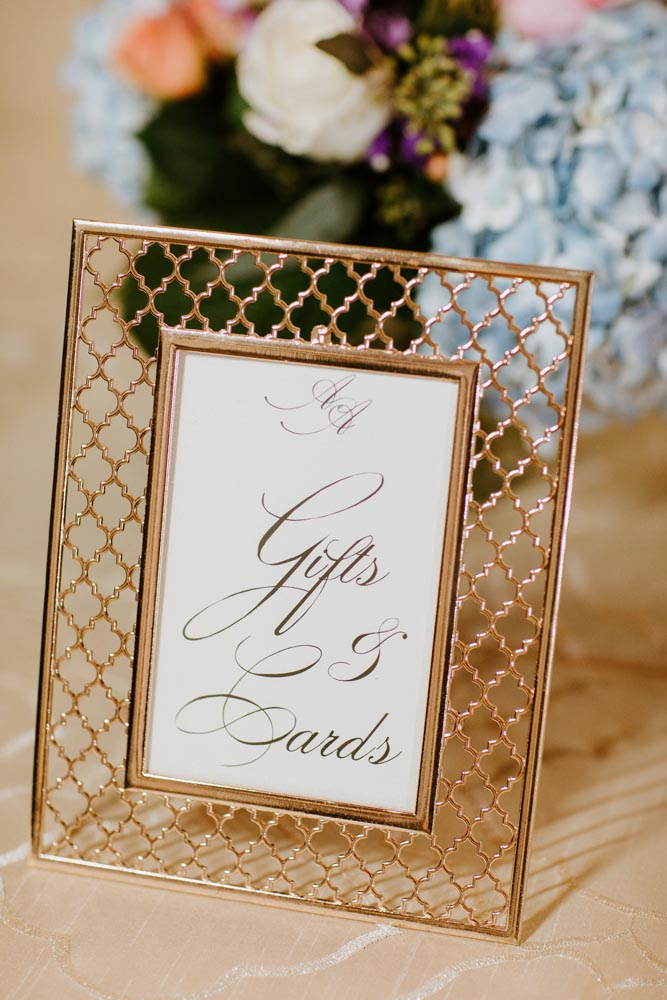 19 gift-tabe-sign-michigan-wedding-planner-chic-luxury-events.jpg