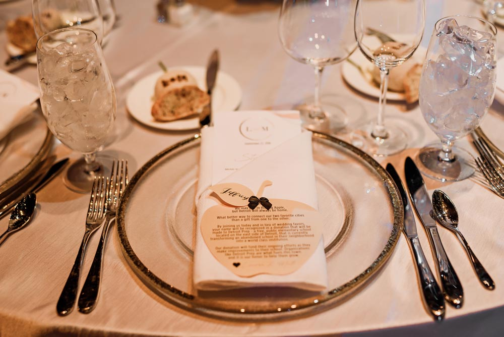 14 ann-travis-events-wedding-planners-place-setting-michigan.jpg