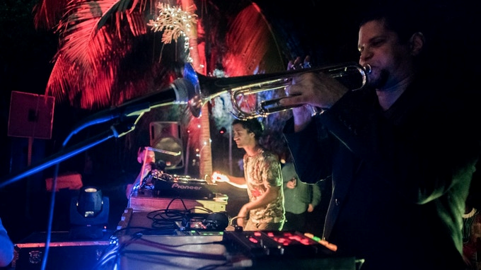 Events and performances - Around the world, HAPE Collective organises and participates in events, showcasing the creations of musicians, bringing together traditional and innovative musical genres and promoting the encounter of different crowds in iconic places.
