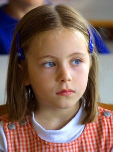 Girl thinking; speech therapy to help children with language difficulties at Canto Speech Therapy Online