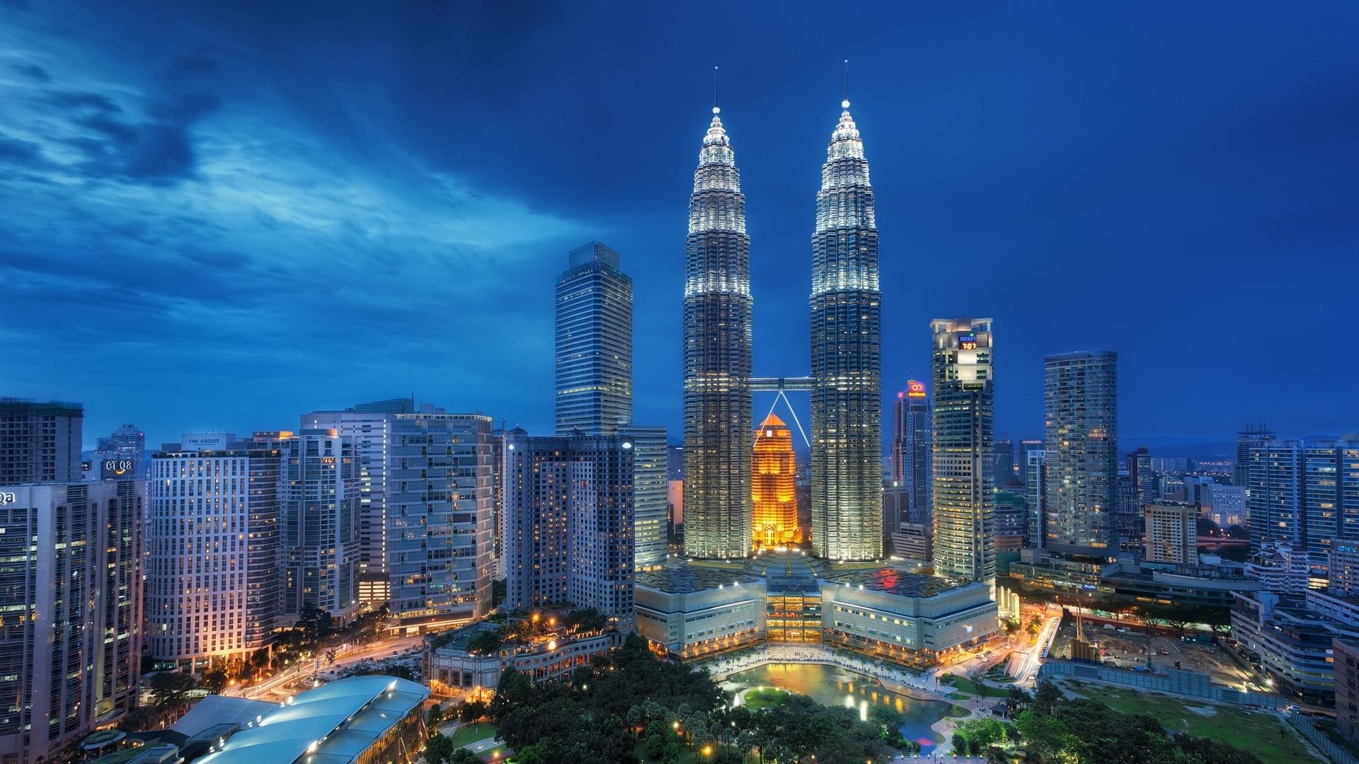 singapore_night_petronas_twin_towers_85120_1920x1080.jpg