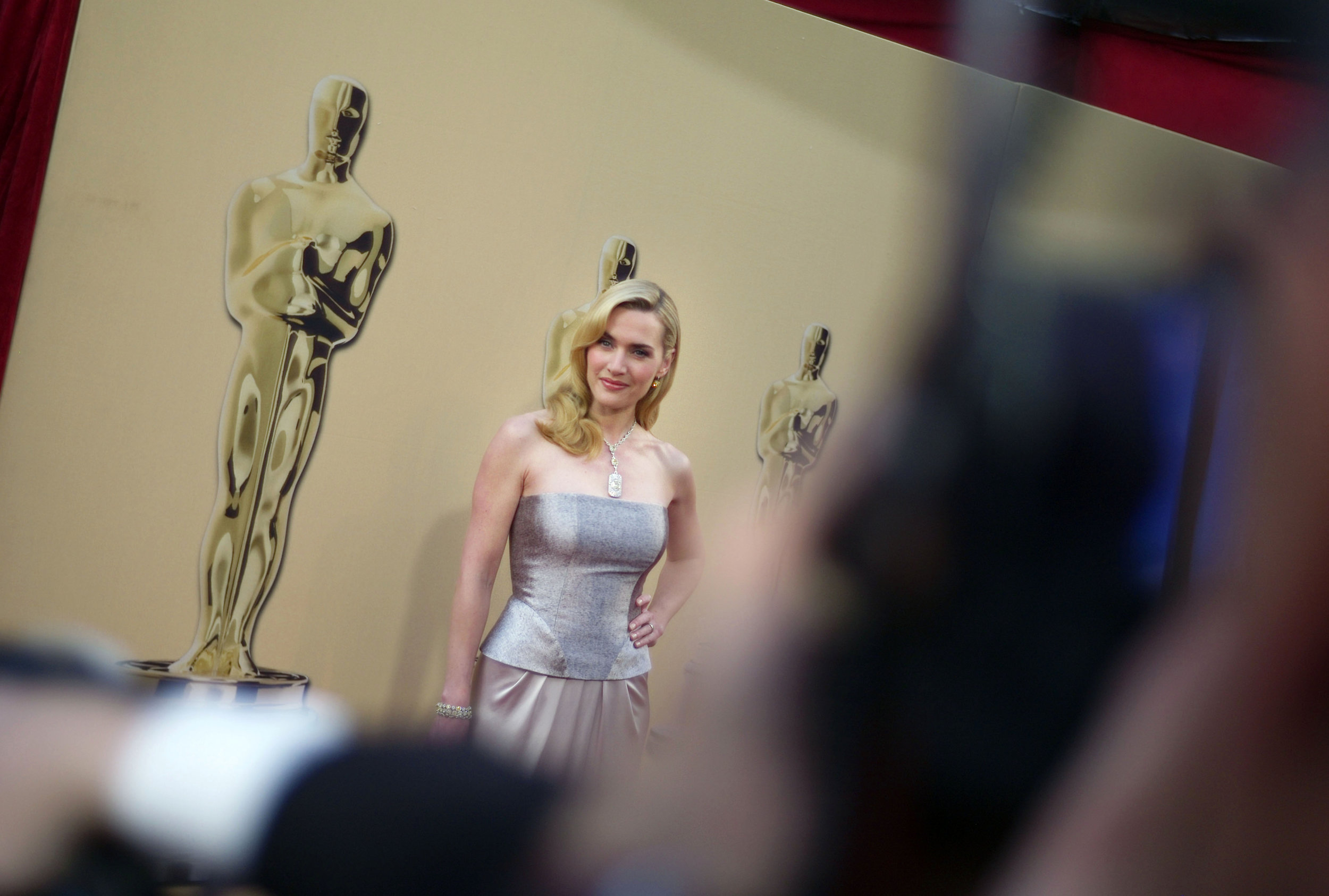 Kate Winslet at Oscar's red carpet