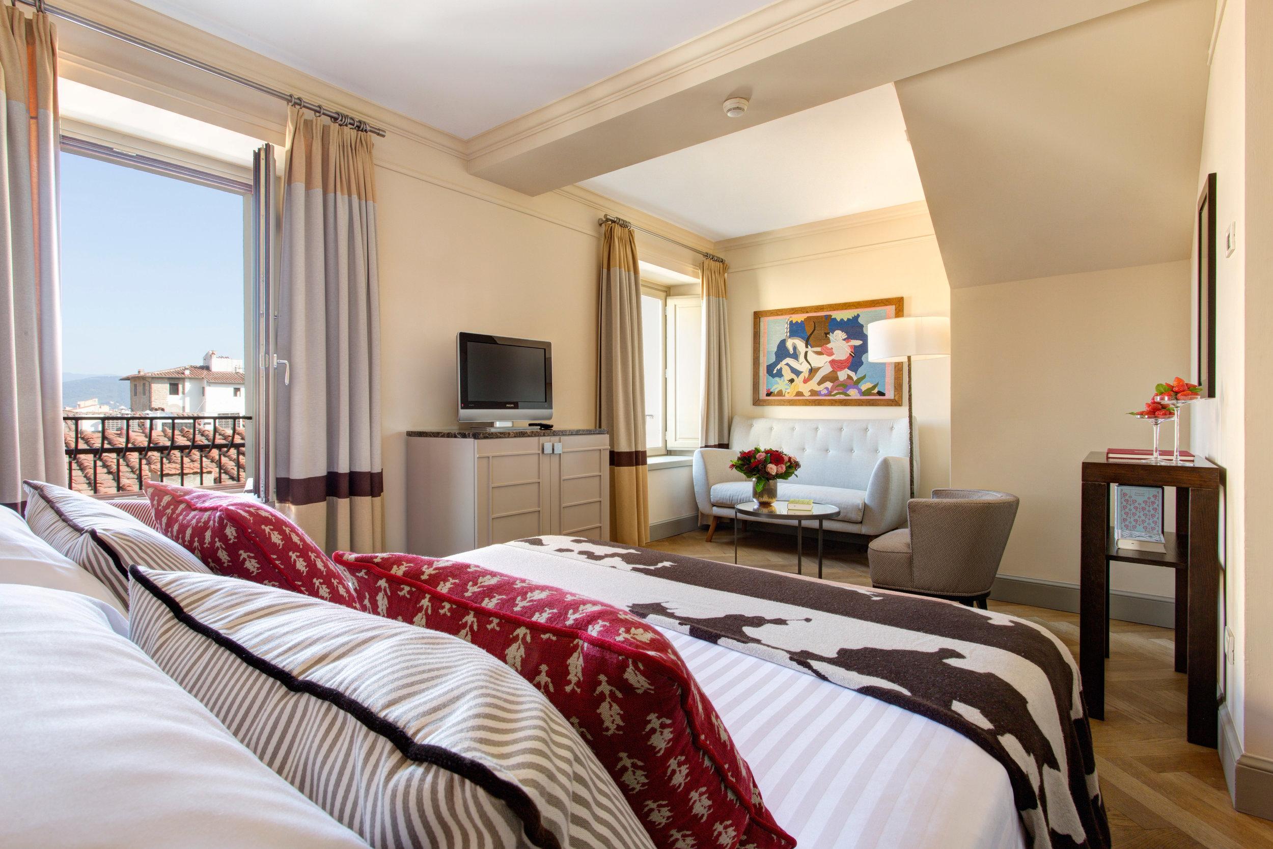 12 RFH Hotel Savoy - Deluxe Room 526 3862 JG Oct 16.JPG