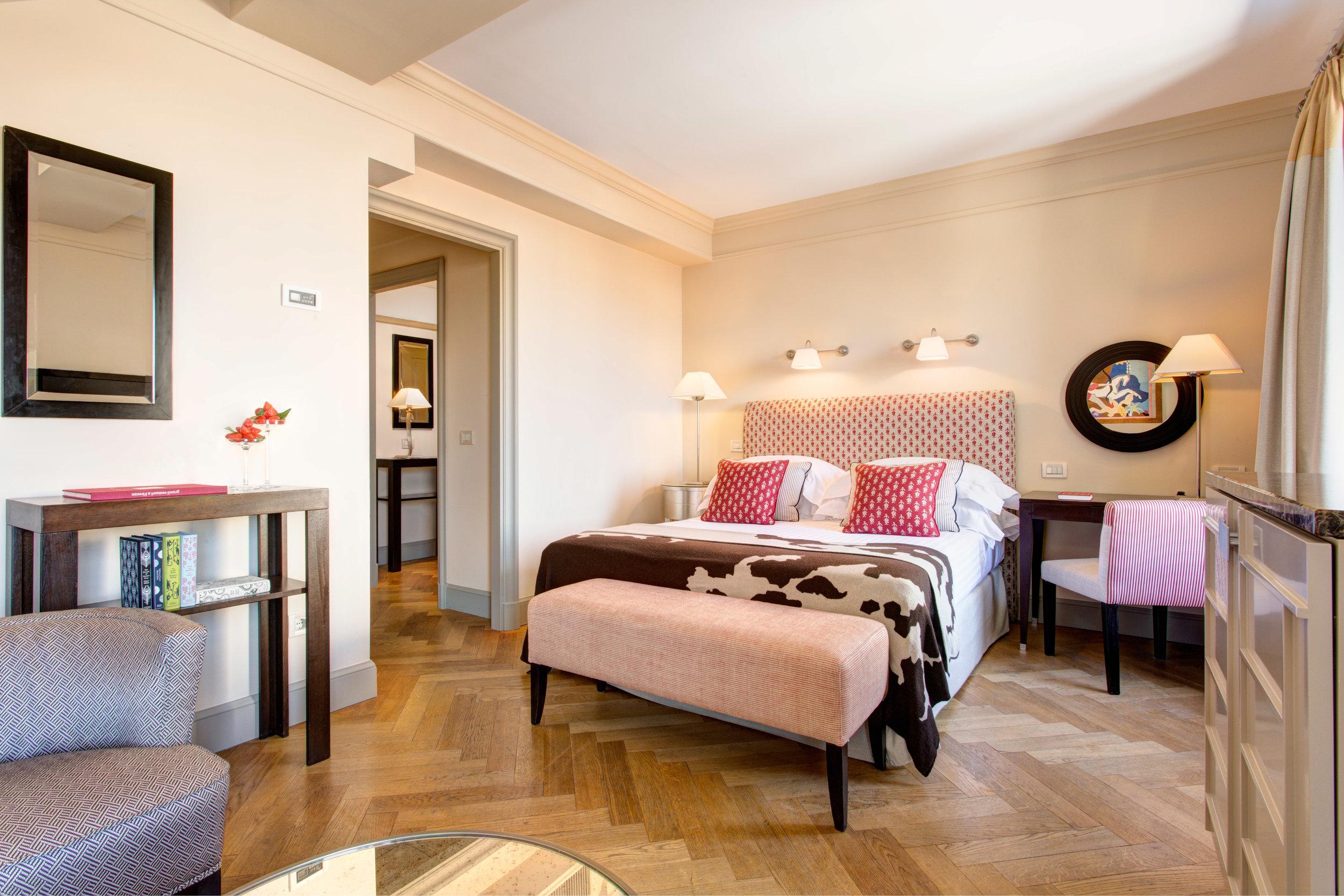 HOTEL NO 11 RFH Hotel Savoy - Deluxe Room 526 3852 JG Oct 16.JPG