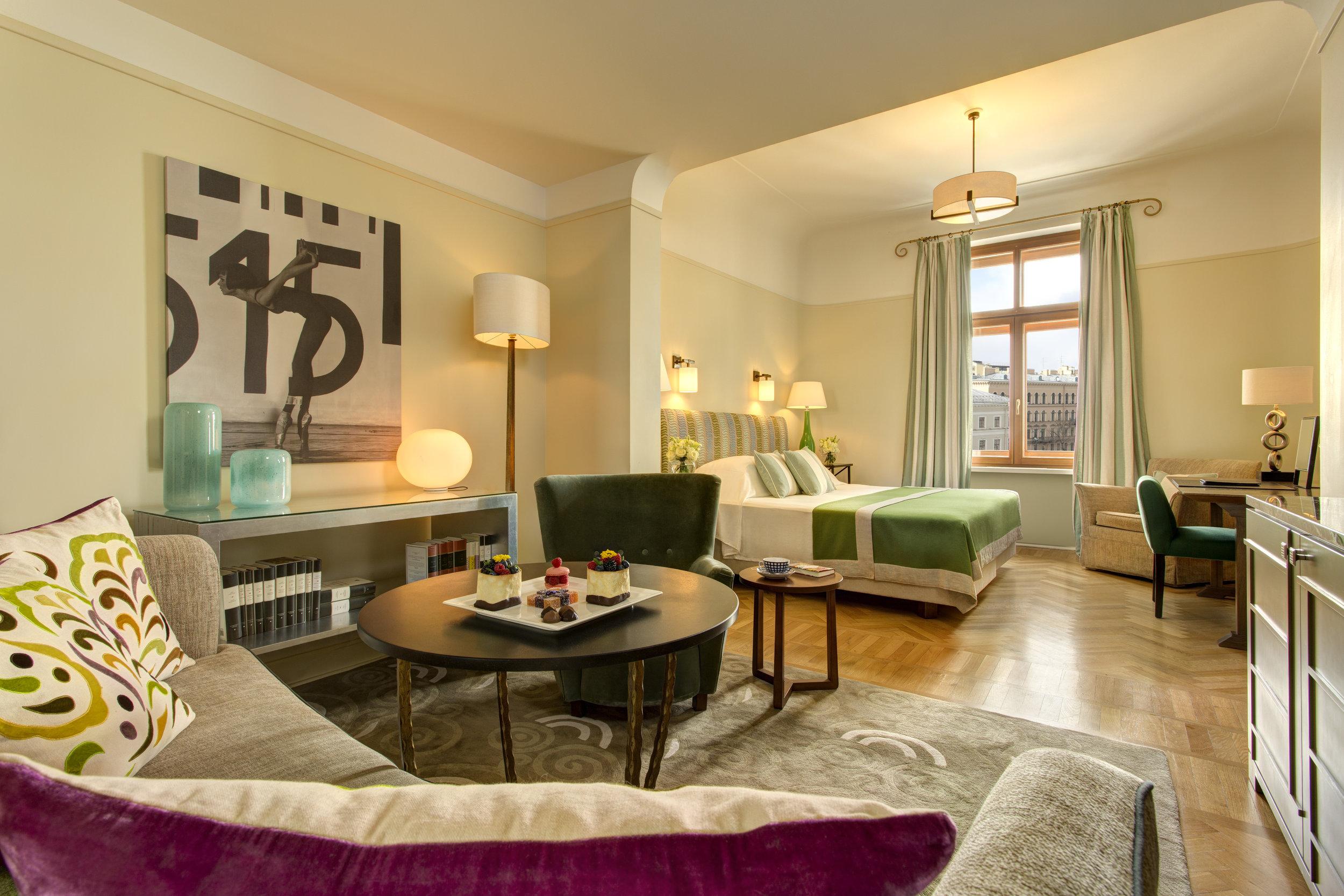 13 RFH Hotel Astoria - Junior Suite 7200.JPG