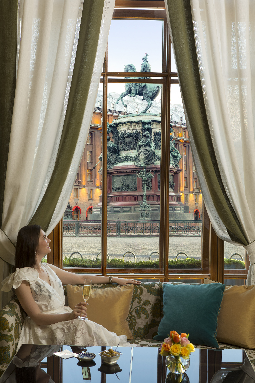18 RFH Hotel Astoria - Rotonda Lounge 8181r.jpg