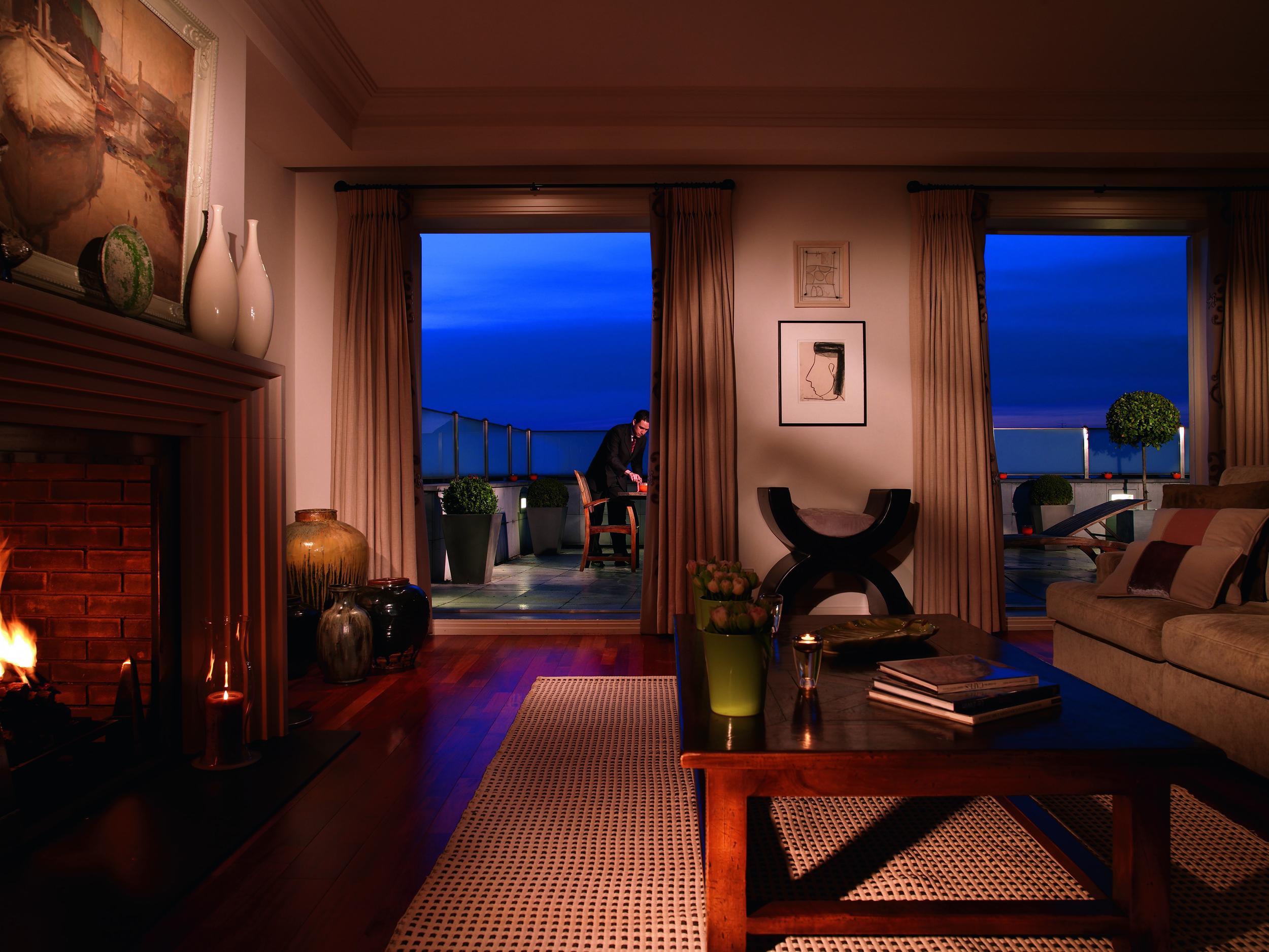 10 RFH Hotel Amigo - Blaton Suite Living Room Aug 08 A Houston.jpg