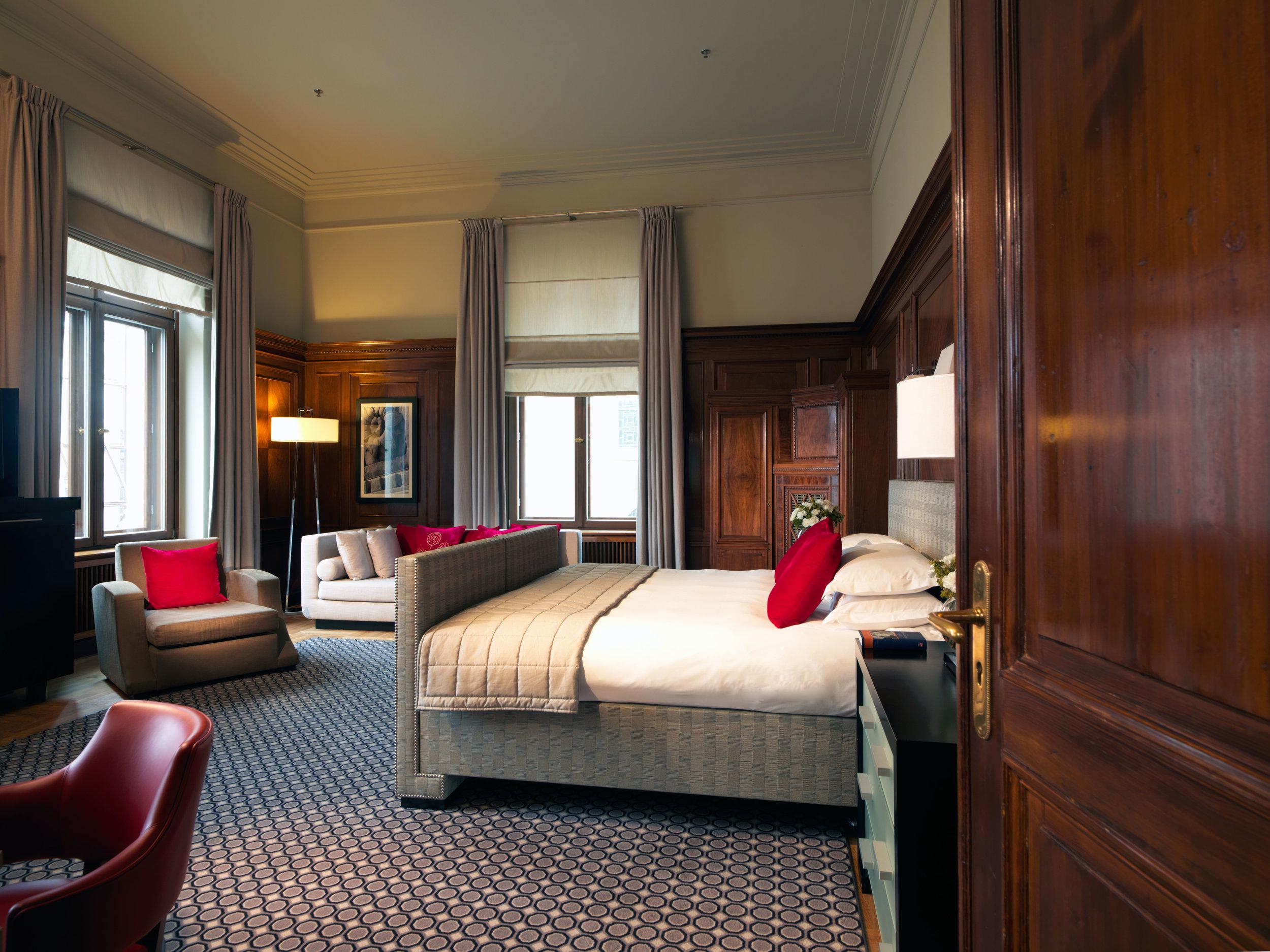 15 RFH Hotel de Rome - Gutmann Suite AH Oct 14.jpg