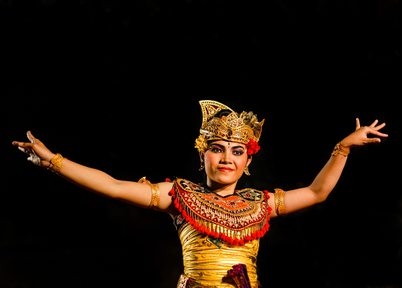 bali-travel-photography-cameron-zegers-dancing_1500.jpg