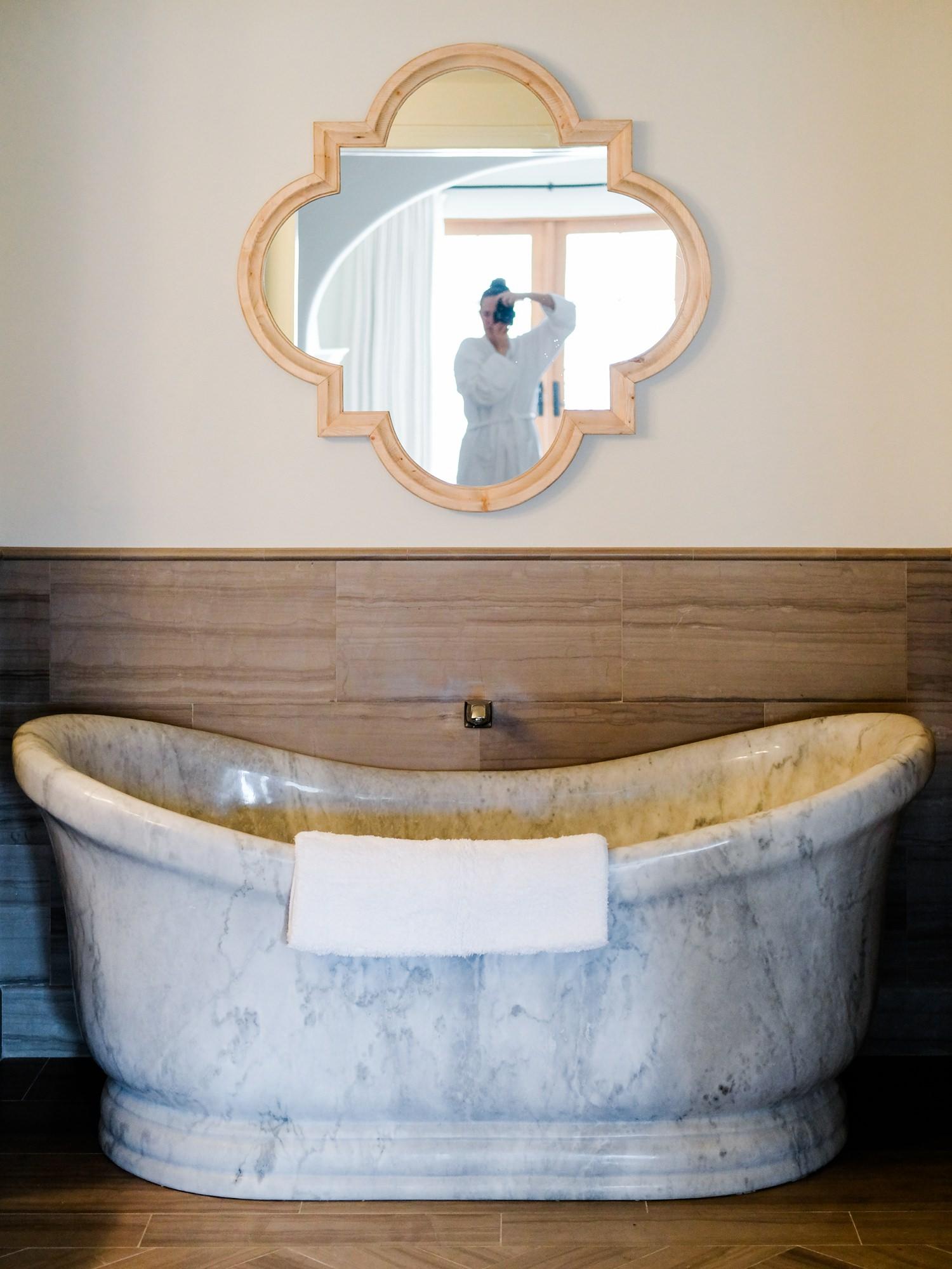 posthotel-leavenworth-honeymoon-cameron-zegers-photography-8.jpg