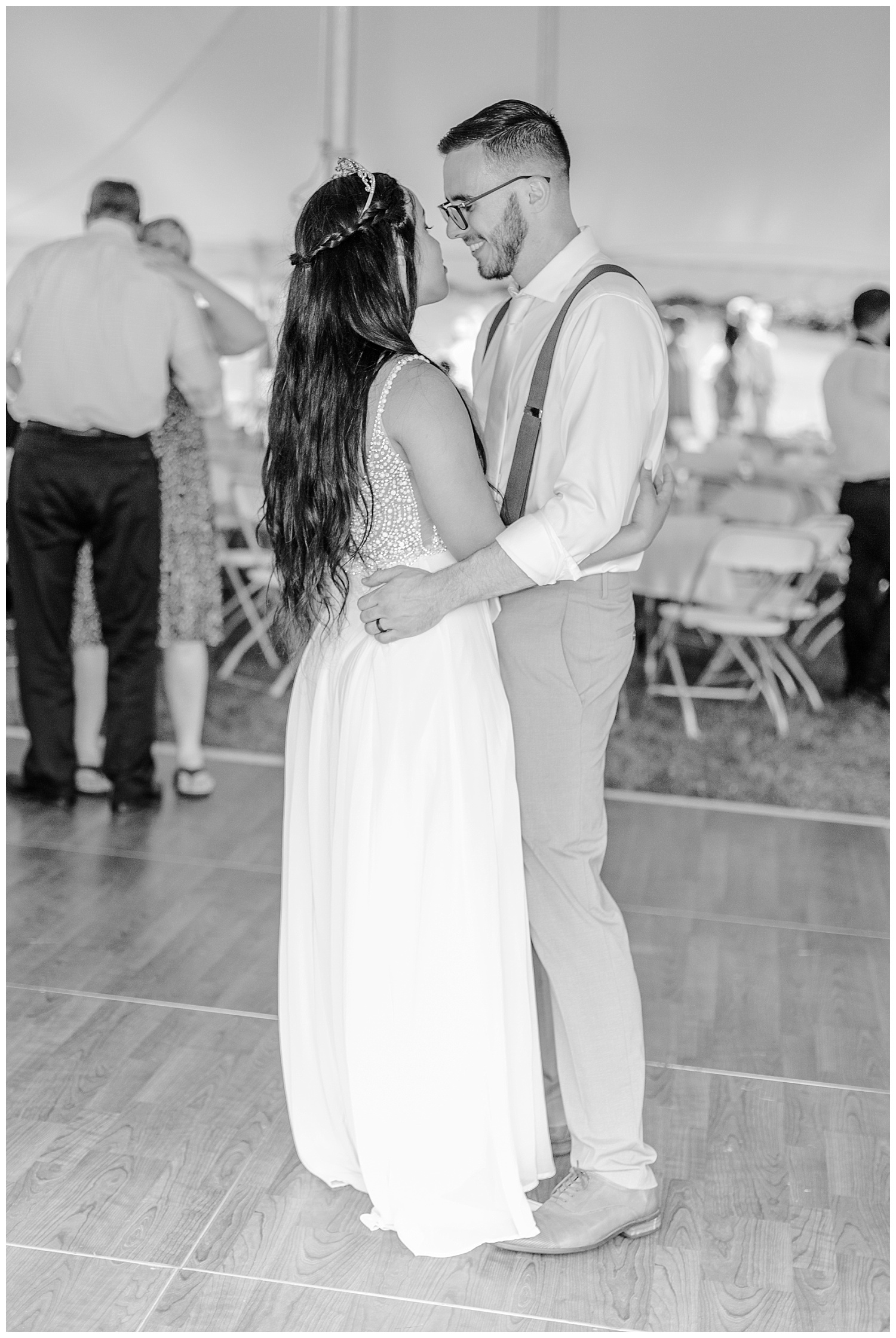 Olive green and white rustic barn wedding at burnside plantation in bethlehem pennsylvania by PA based destination wedding and lifestyle photographer Lytle photography (73).jpg