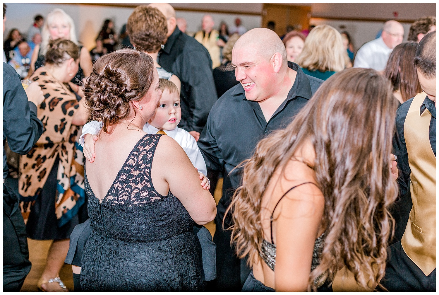 A Black and Gold Catholic Church Wedding in Wilkes Barre Pennsylvania by lehigh valley pennsylvania based wedding and lifestyle photographer Jeannie Lytle of Lytle Photography   Company (43).jpg