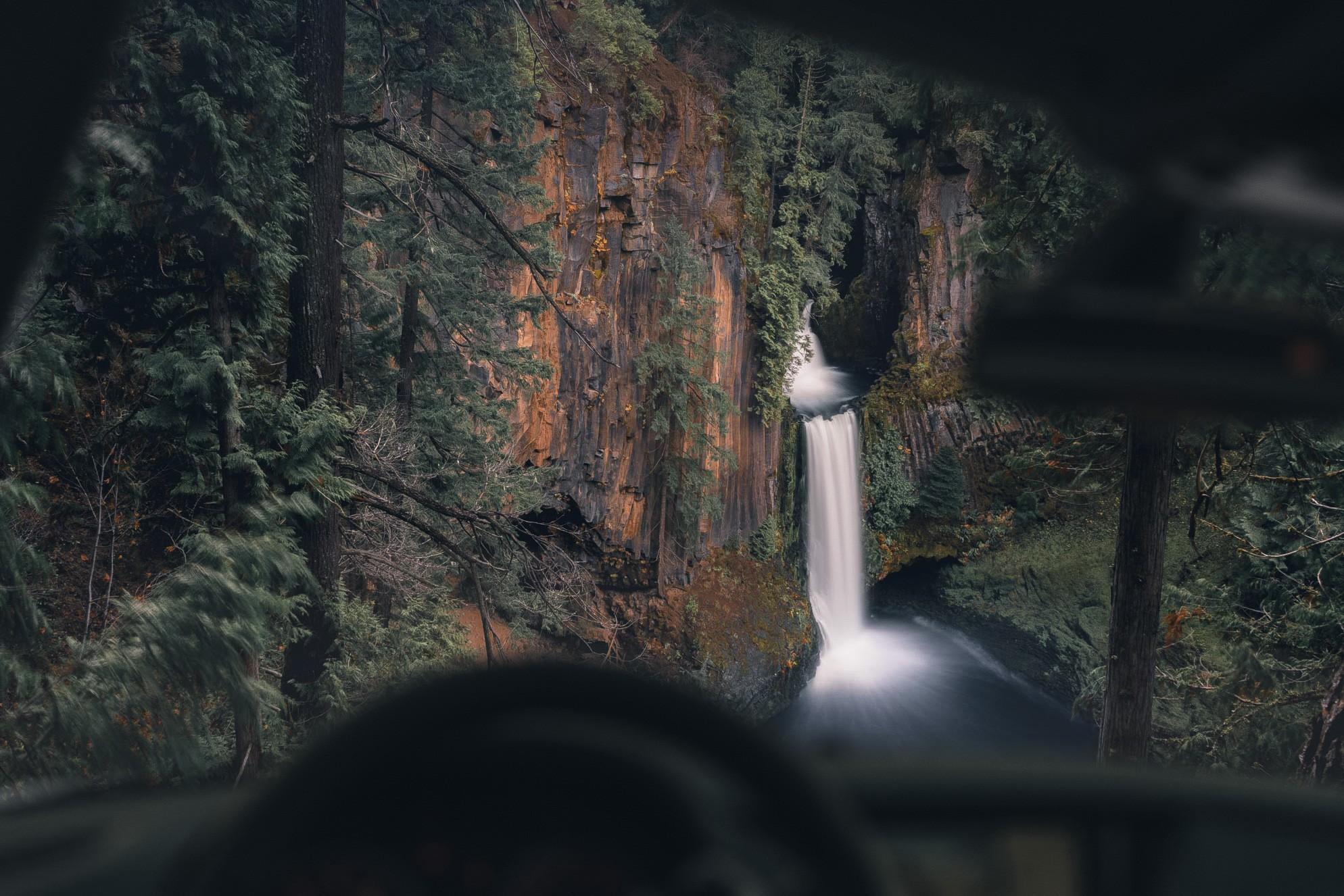 cristofer_jeschke_oregon_pnw_waterfall.jpg