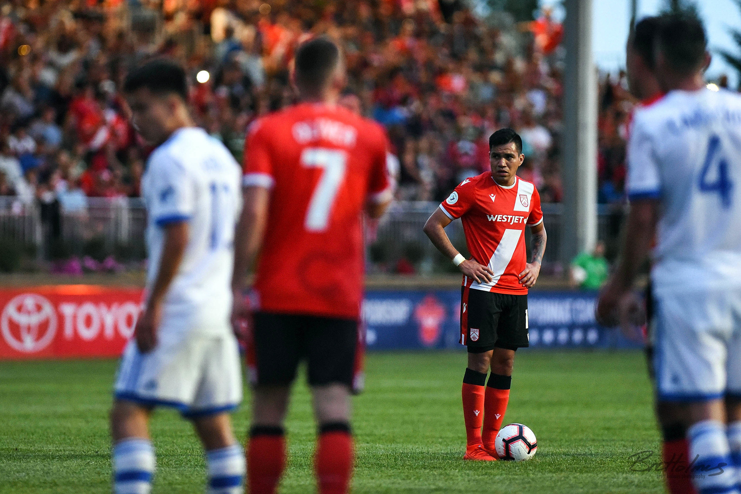 CALGARY, AB - AUGUST 14: Cavalry FC midfielder José Escalante (11) prepares for a free kick during the second half in the second leg of a Canadian Championship semifinal match between the Montreal Impact and Cavalry FC on August 14, 2019, at ATCO Field at Spruce Meadows in Calgary, AB. (Photo by Brett Holmes/Icon Sportswire)