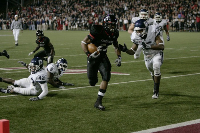 Isaiah Pead scores a fourth quarter touchdown to seal the victory over UConn. (GoBearcats.com)