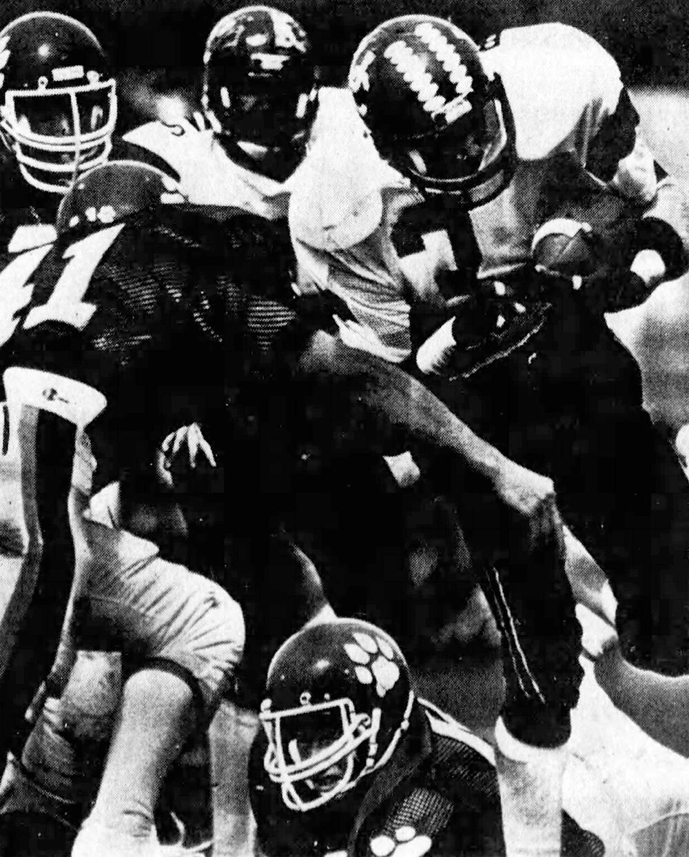 Bearcat running back James Bettis plows ahead. (Enquirer)